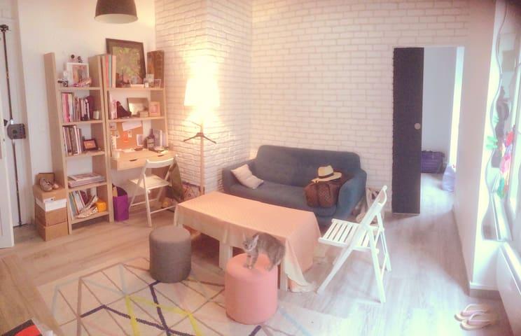 Cute flat near Montmartre in historical building! - Pariisi - Huoneisto
