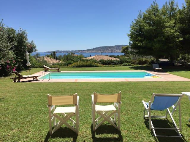Sunny Seafront Villa - Kosta - วิลล่า