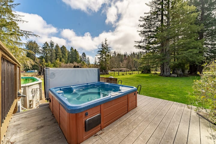 Comfortable and spacious home with a deck, private hot tub & summertime pool!