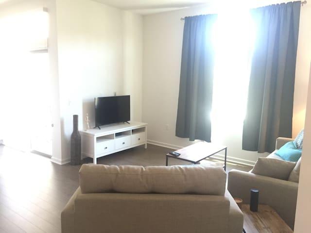 Perfect apartment close to Spectrum!