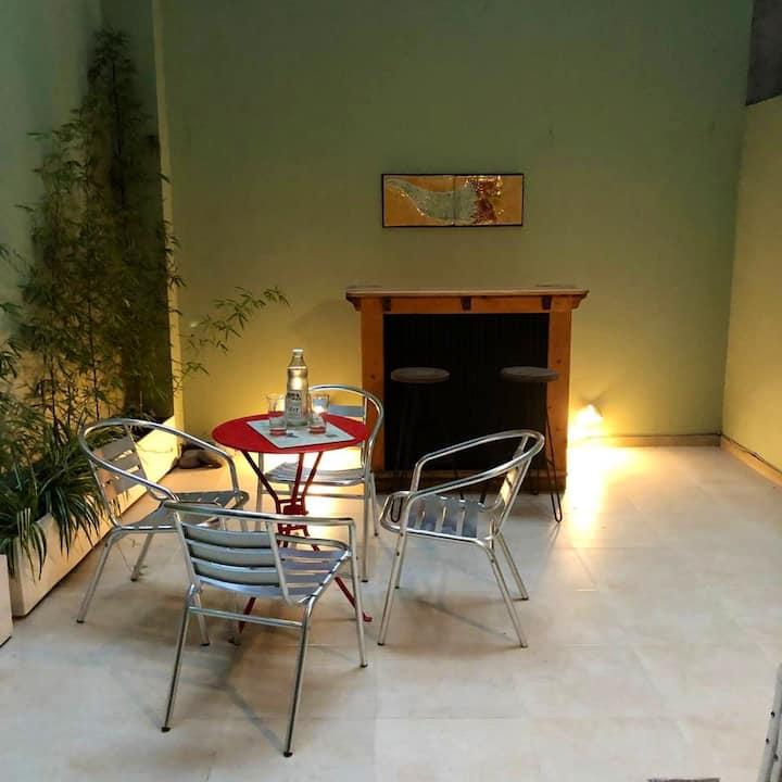 Departamento con agradable patio en Recoleta