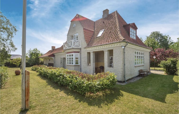 Former farm house with 3 bedrooms on 210m² in Torrig L