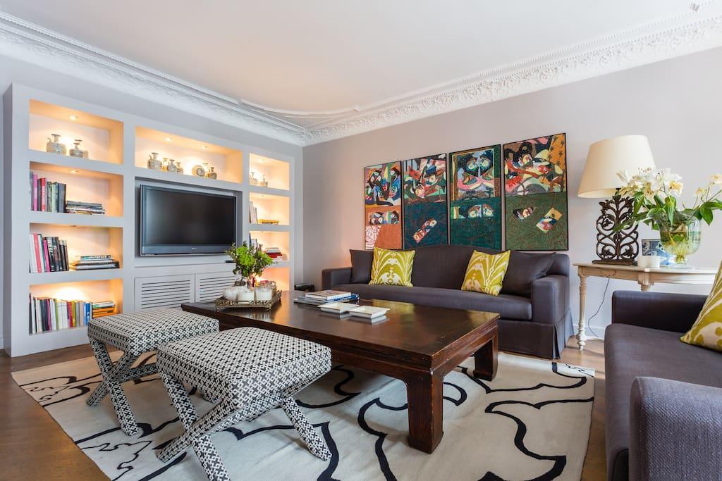 fancy designer flat on saint honor apartments for rent in paris le de france france. Black Bedroom Furniture Sets. Home Design Ideas