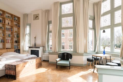Private & Clean apartment - Vondelpark view!