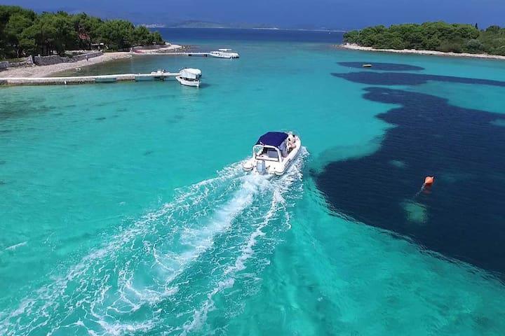 Villa Dororea, deep blue lagoon