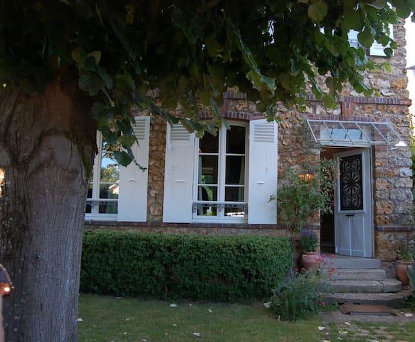 Maison ancienne de charme Les Buis - Dampierre-en-Yvelines - House