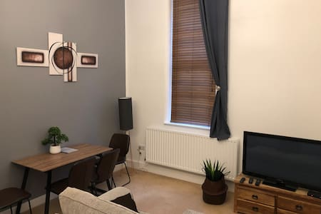 2 bed self contained short & medium Term available