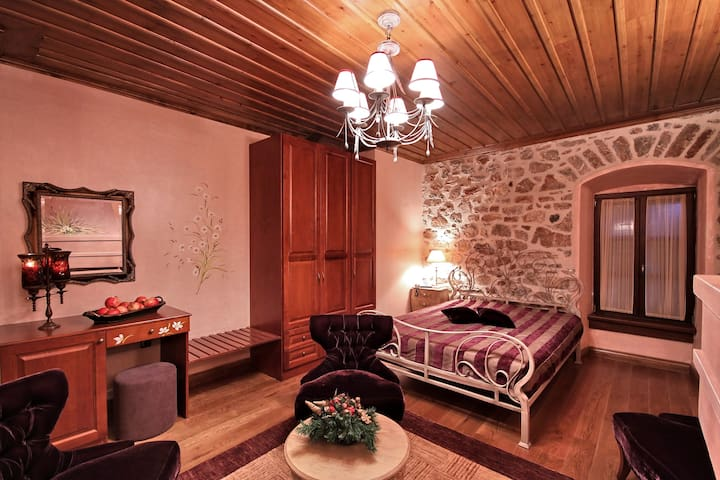Dimitsana, Suite with Great View to Lousios Gorge