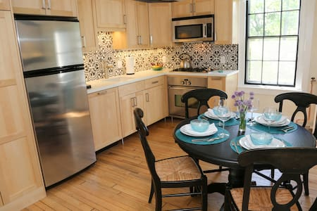 One Bed Apartment In Historic Home - Newport - Apartment