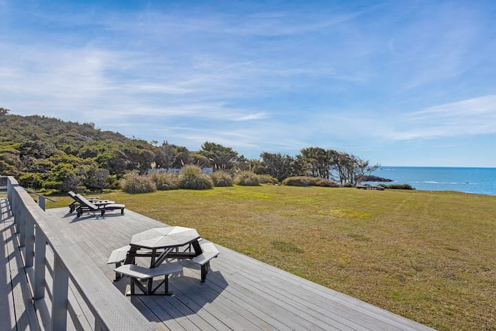Waterfront home w/ a furnished deck & amazing views - Dogs welcome!