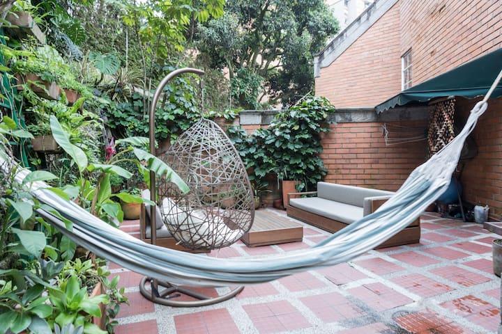 Amazing triplex with garden in el Poblado