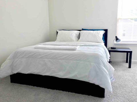 Clean Bedroom, near CLT Airport