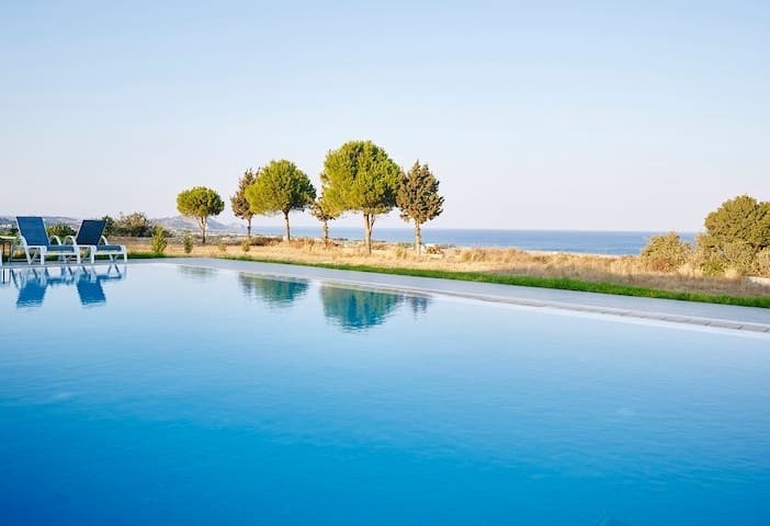 Villa Trapezia with Huge Private Pool & Gym - Afantou - Villa
