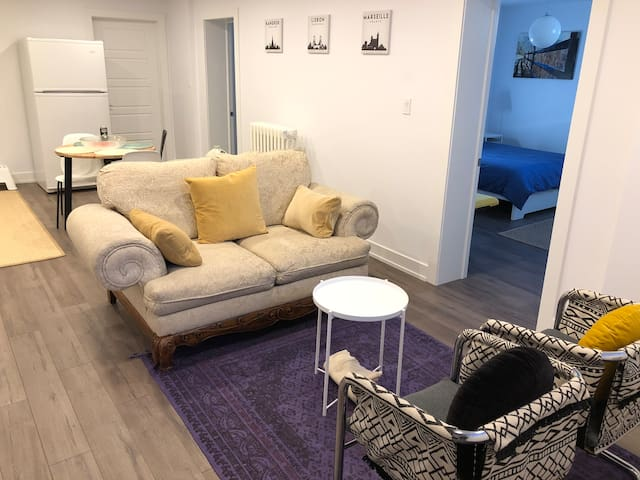 Fully renovated private guest suite Apartment