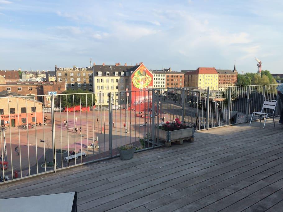 cool apartment with shared rooftop wohnungen zur miete in kopenhagen d nemark. Black Bedroom Furniture Sets. Home Design Ideas