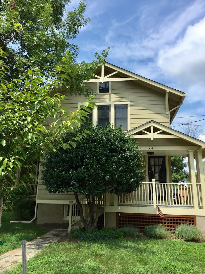 Charming upstairs flat in Del Ray area Alexandria