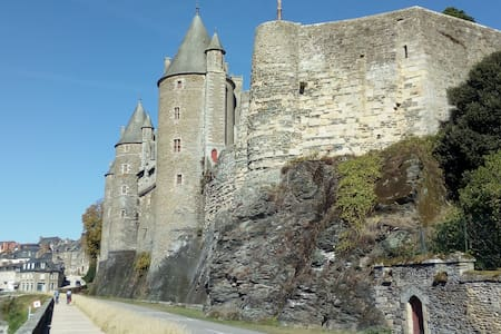 Location Josselin au cœur de la cité médiévale