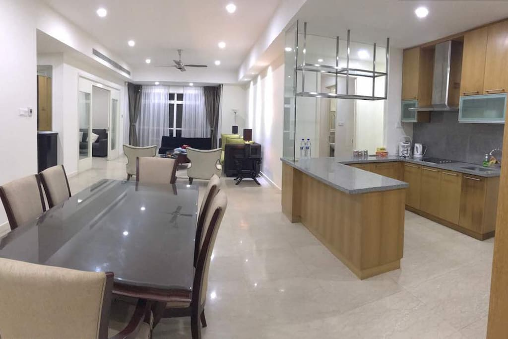 Dining & Dry Kitchen