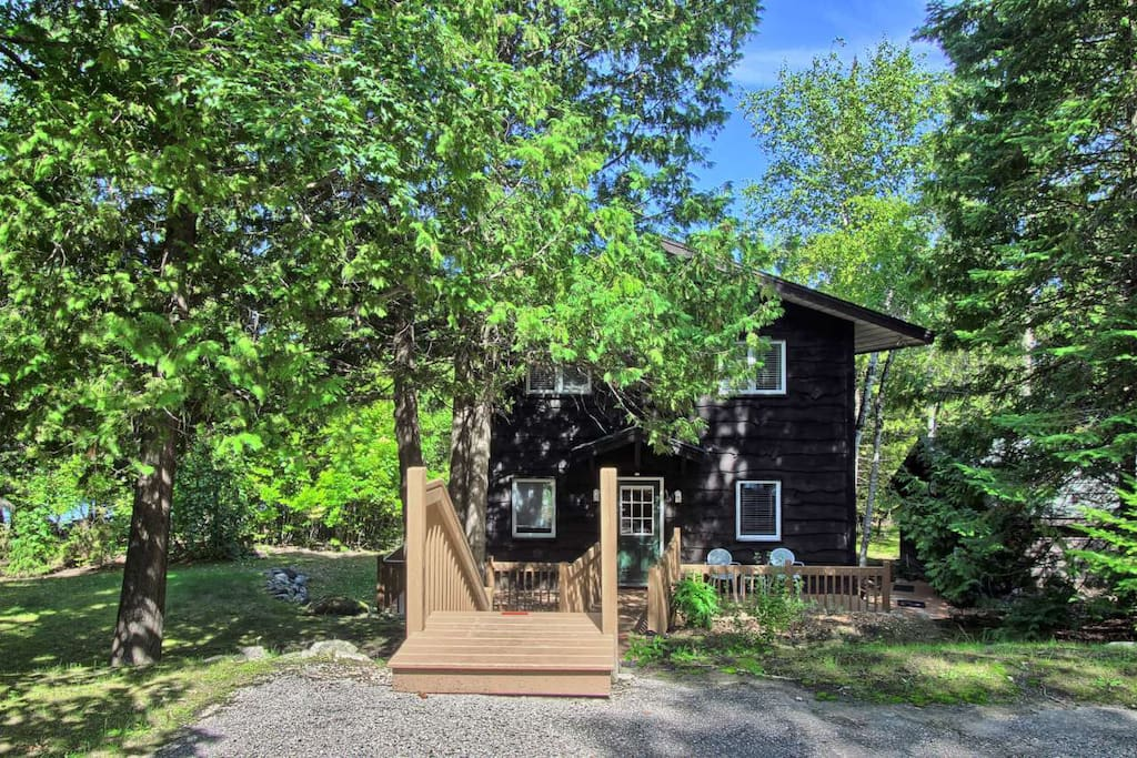 Set in a wooded setting, it is a quiet and peaceful place.