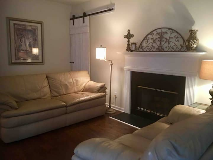 Comfy, Clean and Convenient -large 1bd home