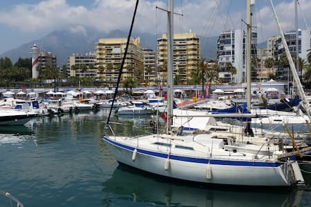 Sailboat in Marbella harbor center - Marbella - Boot