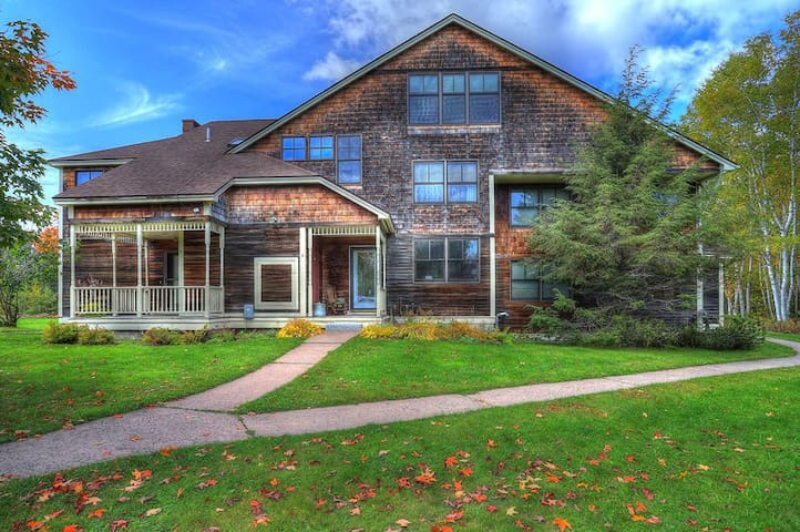 Lakehouse Condo 2B - Great condo close to town - shared beach on Rangeley Lake