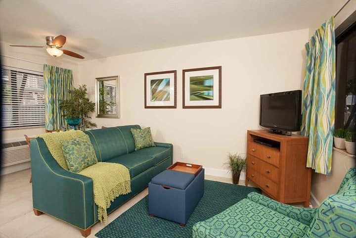 Tropical Lush One Bedroom at La Costa Beach Club!