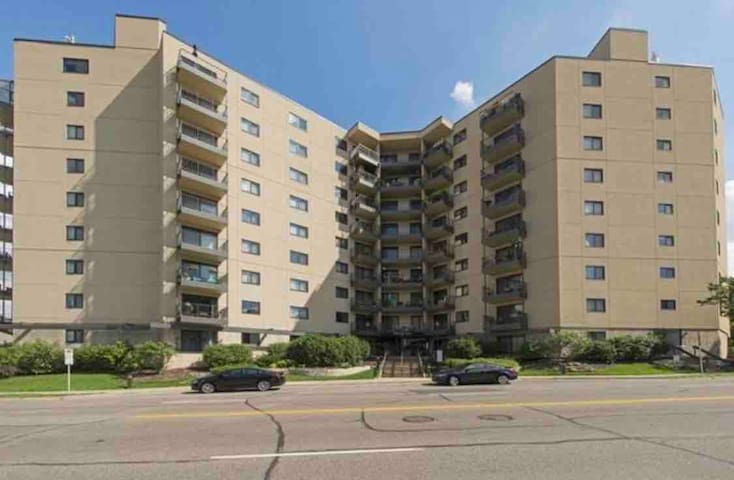 1 Bed 1 Bath in Luxury Condo~Lake Calhoun & Uptown