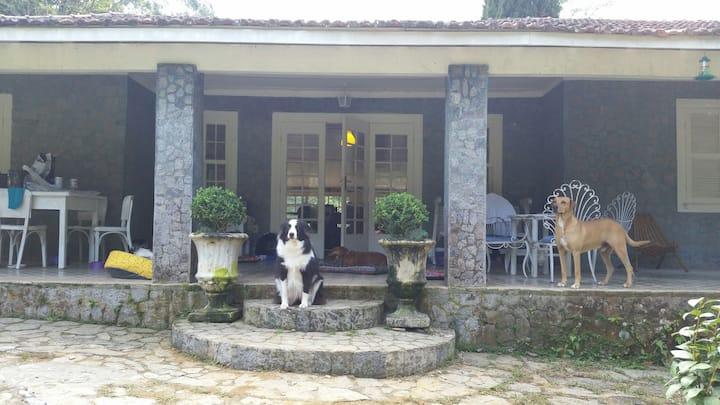 Rancho São Carlos: linda casa em sítio belíssimo