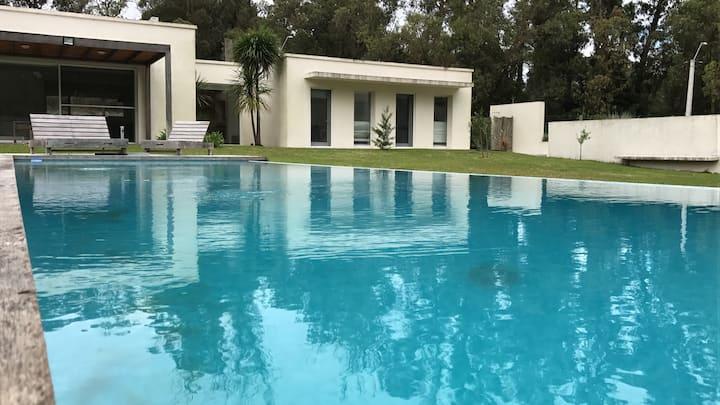 2 casas con piscina en el bosque