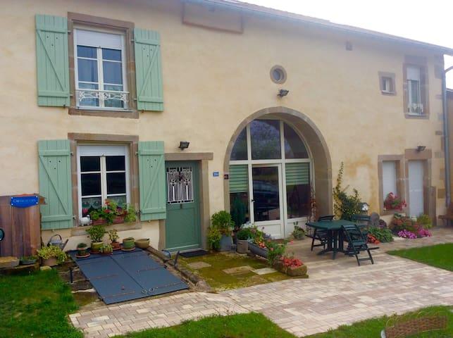 Gîte de la Sauvegarde - Dombrot-le-Sec - House