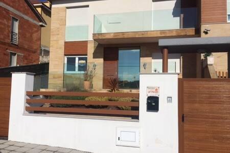 VISTAS AL MAR, 4 HABITACIONES. A 1 MIN DE LA PLAYA - 阿斯图里亚斯(Asturias) - 连栋住宅