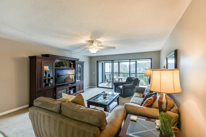 SANDPEBBLE 2F- RIGHT ACROSS THE STREET FROM THE BEACH! 2BD/2B CONDO ON SANIBEL.