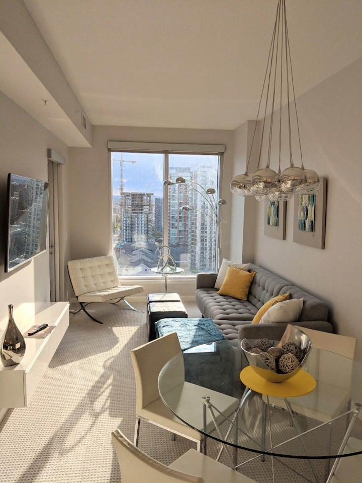 Sleek and Modern Condo Located Downtown Calgary