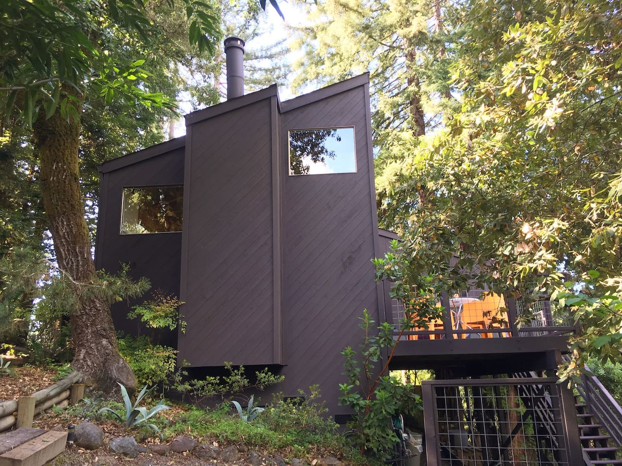 ^ Unique Modern Mountain Getaway - Houses for ent in Guerneville