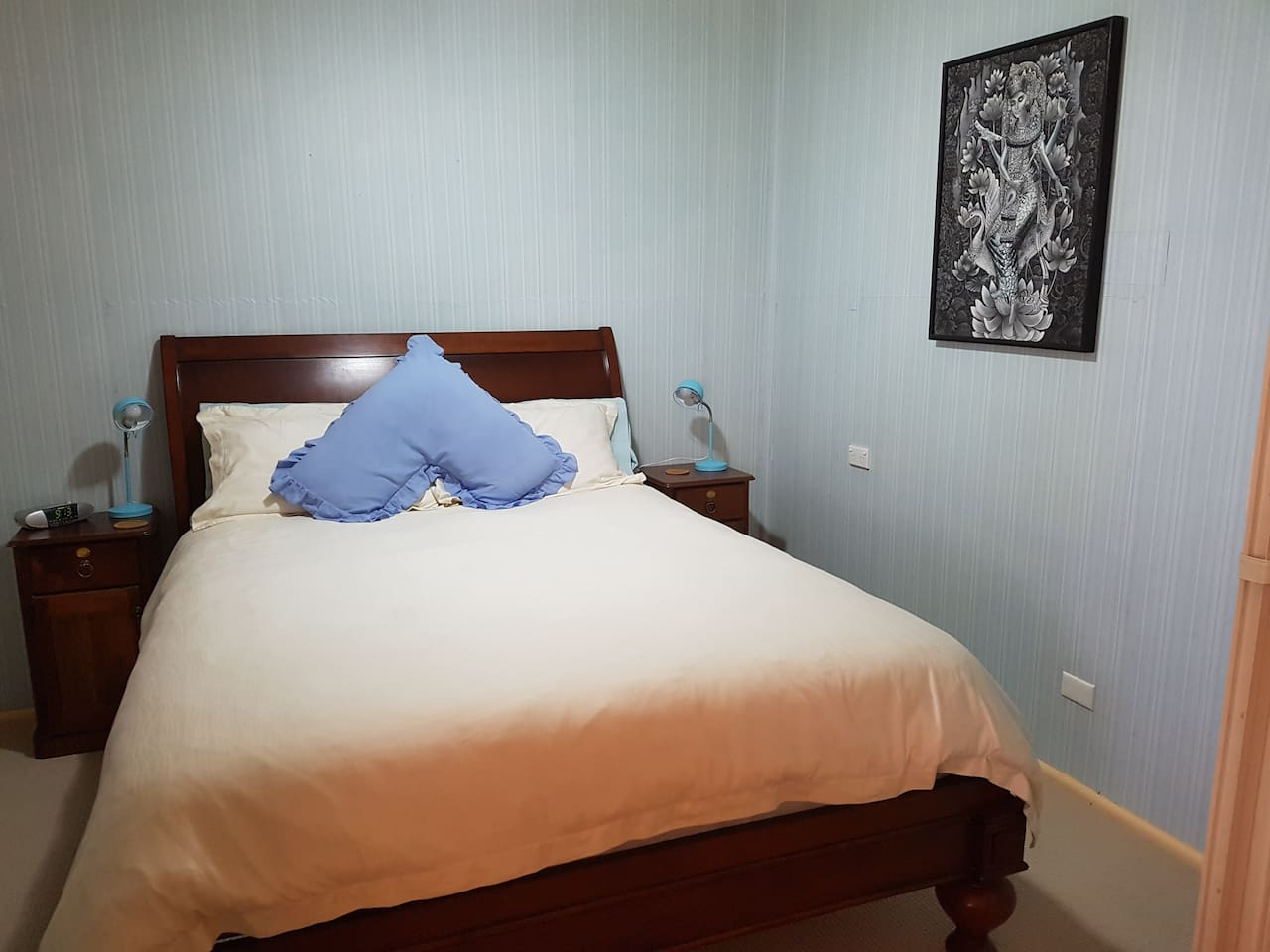 The Blue Room queen bed