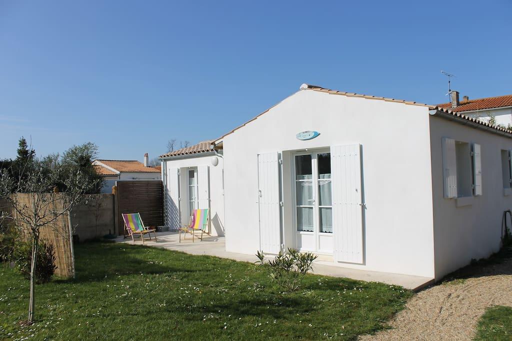 La maison avec terrasse et jardin privatif