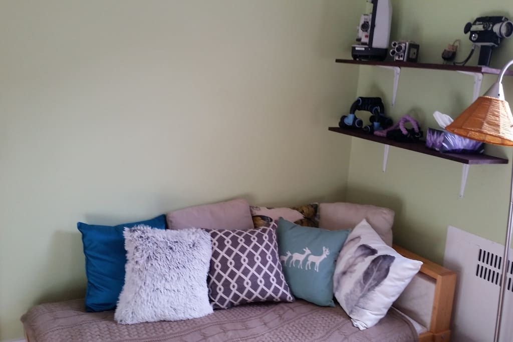 Second bedroom/ workspace. Air mattress also available.