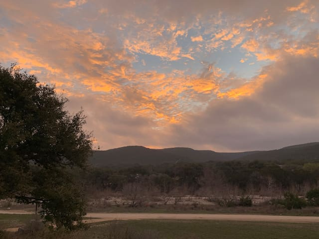 Rancho Frio: rustic cabin with a view on West Frio