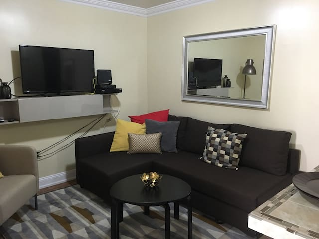 Cozy apartment/Parking Available - 20 min to NYC