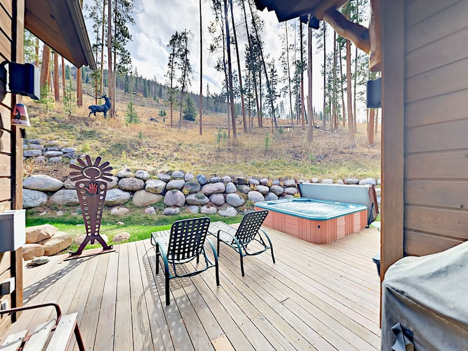 Relaxing hot tub and gas grill on the back deck.