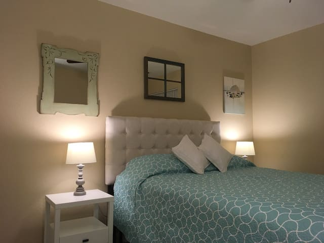Charming room near downtown Auburn