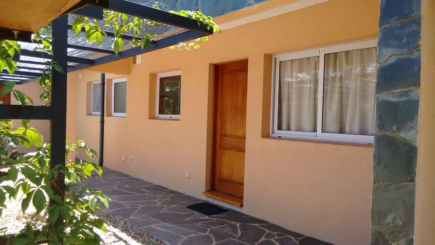 Departamento con jardín en Villa General Belgrano - Villa General Belgrano - Lejlighed