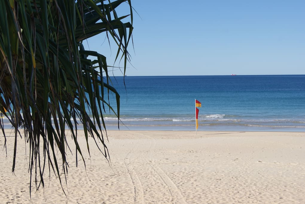 Dicky Beach and shops and cafes a 10-15 minute walk away.