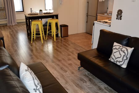 Large & Sunny Apartment 15 Minutes to Manhattan