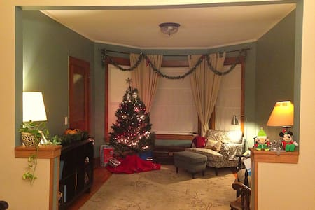 3BR Classic Chicago Graystone in Humboldt Park - Chicago - House