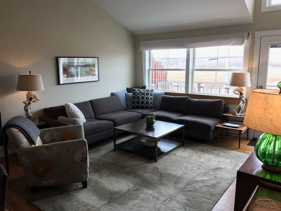 Living Area with Seating for 6+