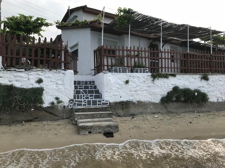 Tsoukalario apartments by the sea (balcony flat).