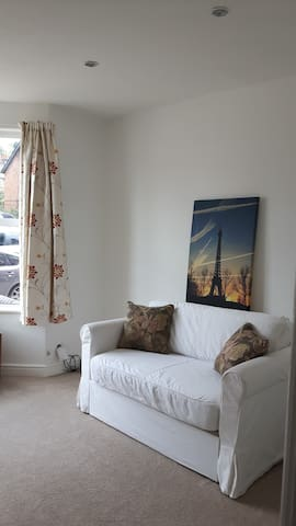 Centrally located one bedroom ground floor flat