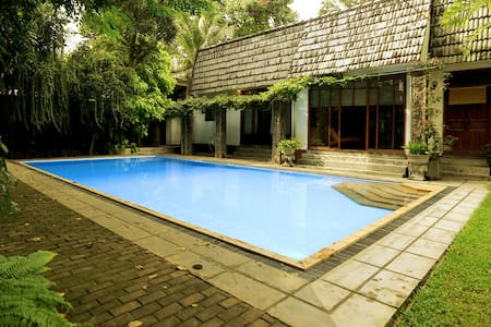 Luxury, budget friendly Villa hidden in Negombo.